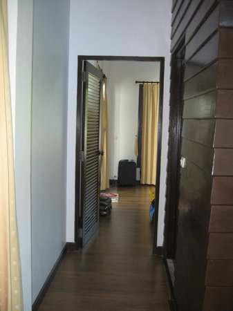 The Lamuna: Hallway from living room to bedroom. Bathroom to the right