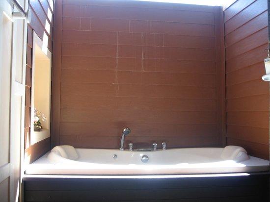 The Lamuna: Nice bathtub