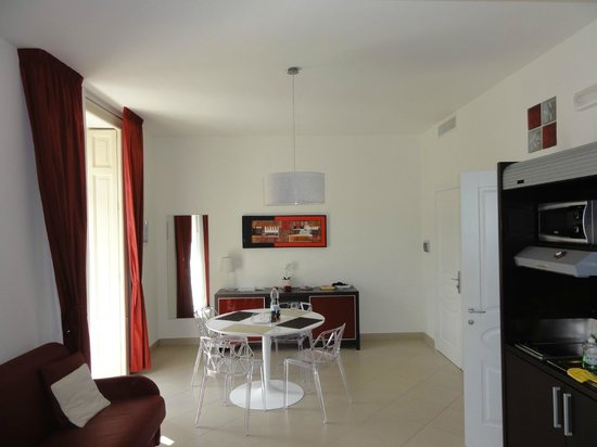 La Piazzetta Guest House: Living room with Kitchenette