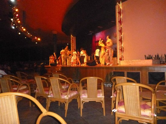 Barcelo Maya Colonial: show nocturno