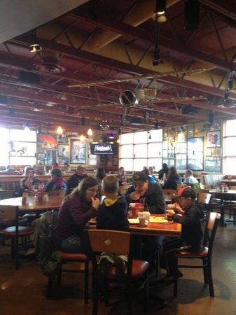 Photo of American Restaurant Red Robin Gourmet Burgers at 789 Nw Division St, Gresham, OR 97030, United States