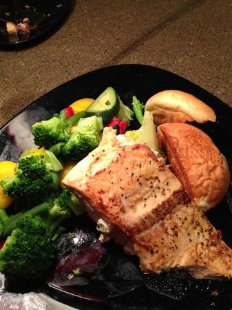 Holiday Inn Houston East-Channelview: delicious salmon!