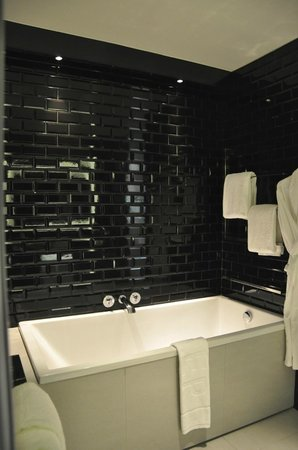 W Bangkok: Badezimmer