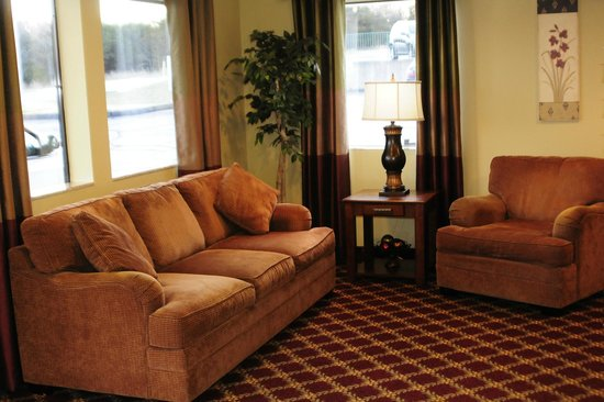 Whispering Hills Inn: Lobby Sitting Area