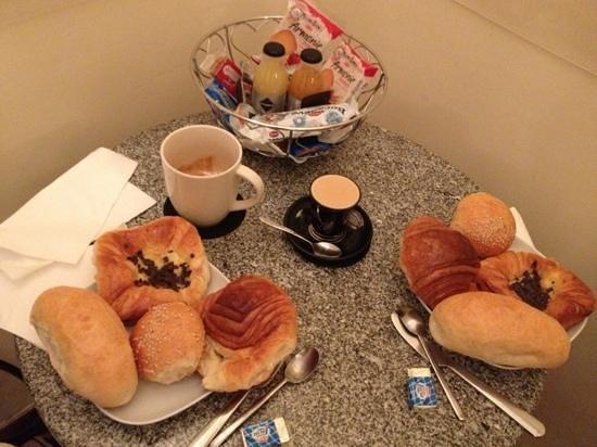 Aenea Superior Inn: petit déjeuner