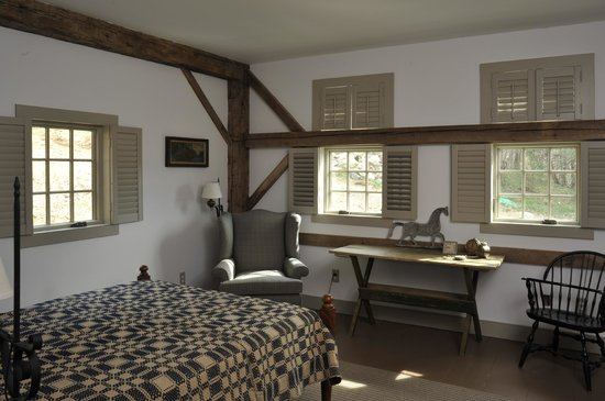Old Stone Farm : Suite side room