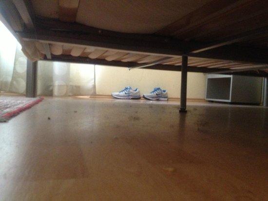 Apadana Hotel: mai spazzato  nella camera