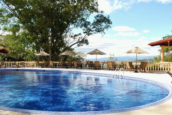 Ringle Resort Hotel & Spa: Enjoy the beautiful weather on the pool deck