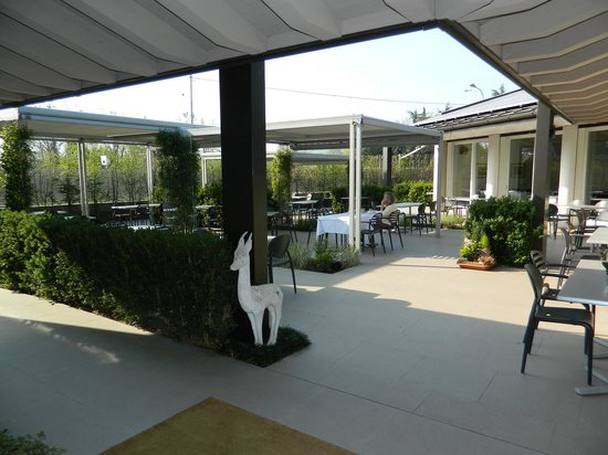 Locanda La Gazzella: Stylish restaurant with indoor and outdoor seating