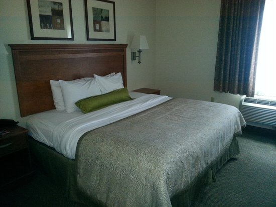 Candlewood Suites Hotel Jefferson City: bed