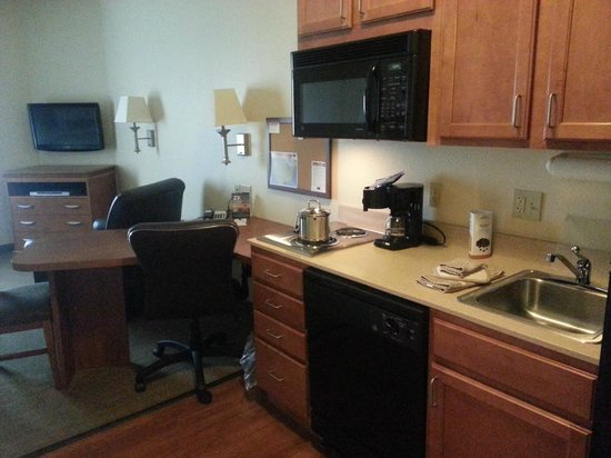 Candlewood Suites Hotel Jefferson City: view 1 of kitchen area