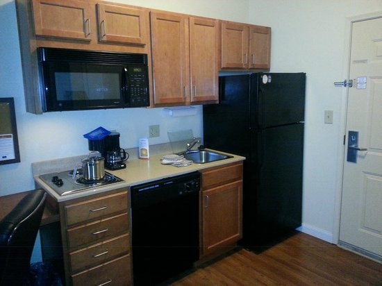 Candlewood Suites Hotel Jefferson City: view 2 of kitchen area