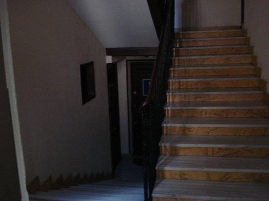 Hostal Patria: Según sales del ascensor (sí, hay que bajar escaleras)