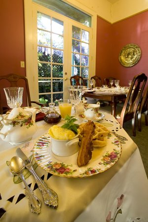 Lakeport English Inn: Our full, fresh ,three-Course breakfasts. Yeah!