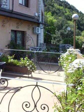 Hotel Internazionale : nextdoor balconies