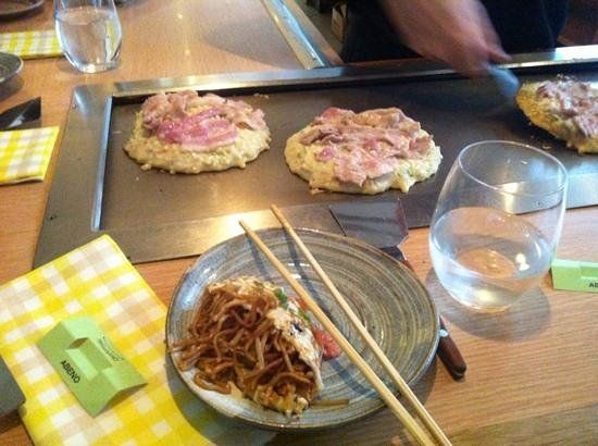 Abeno : noodles in an omlete and cooking okonomiyaki