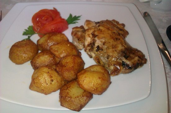 The Rizzo Boutique Hotel & Spa: Food - chicken with potatoes