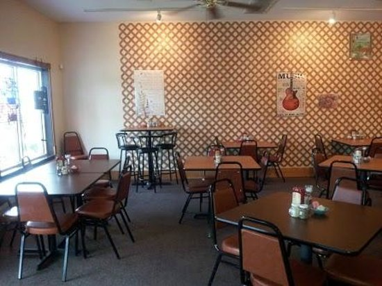 Tammy's Eatery & Sub Shop: This is our very warm and welcoming dining room