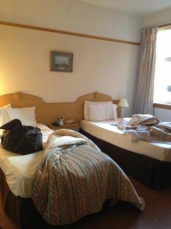 Abington Hotel: twin room