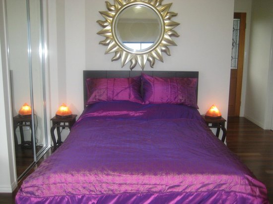 Egyptian Dream Retreat: RA-Sun-God suite bed