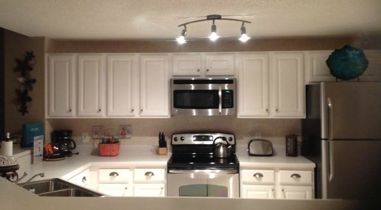 The Beach Club: Awesome condo kitchen Doral 1104
