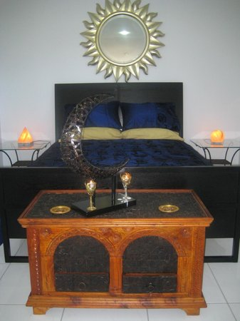 Egyptian Dream Retreat: ISIS-Moon-Goddess sub-penthouse suite bed
