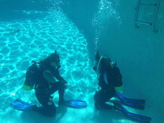 A Deep Blue Dive Center: Pool session
