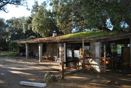 Agriturismo Casteddu : Sala ristorante dall'esterno