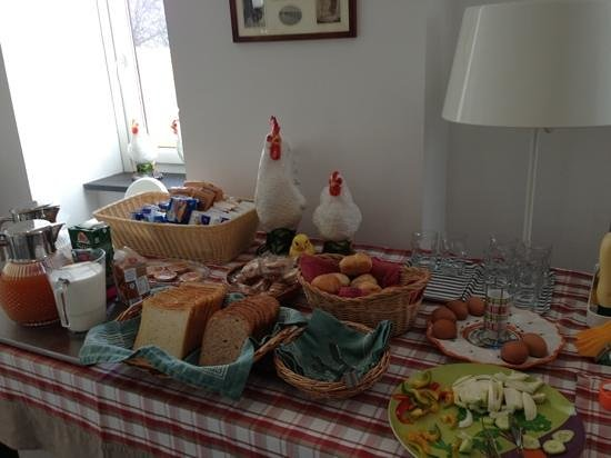 Palazzo Jannuzzi Relais: breakfast: healthy & sinful choices