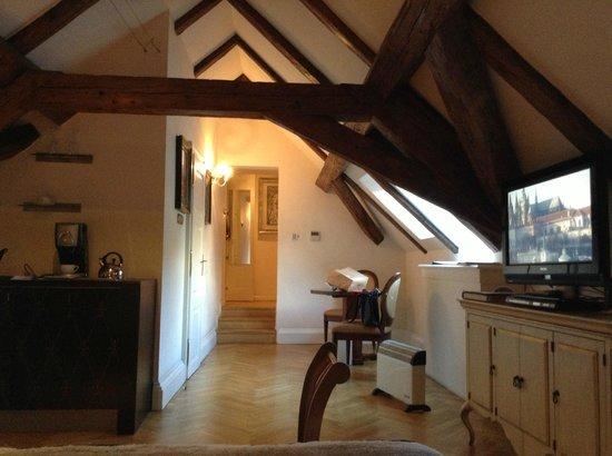 Pachtuv Palace: Wood Beam Suite