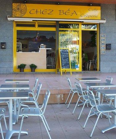 Cafe Creperie Chez Bea: Ahora con terraza...