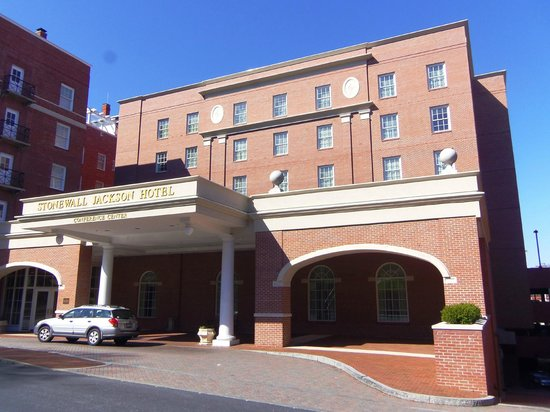 Stonewall Jackson Hotel and Conference Center: Hotel showing main entrance