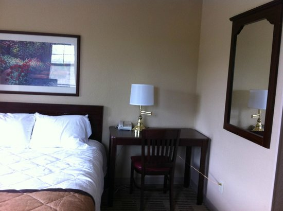 Extended Stay America - Raleigh - Cary - Regency Parkway North : right coner of the room