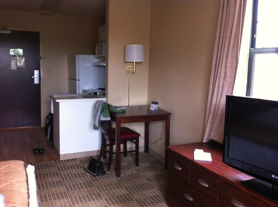 Extended Stay America - Raleigh - Cary - Regency Parkway North: dining table, TV