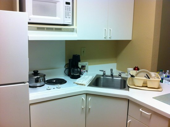 Extended Stay America - Raleigh - Cary - Regency Parkway North: kitchen
