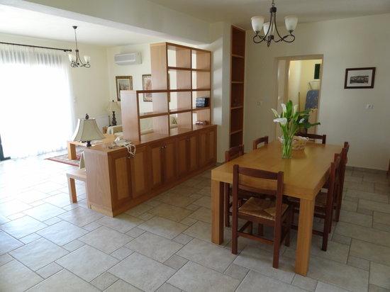 Miramare Luxury Villas: Dining area