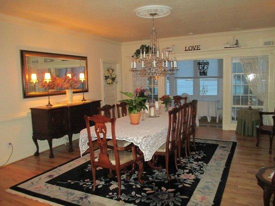 Colington Creek Inn: Dining area