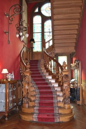 Chateau de Verrieres: staircase leading to bedroom