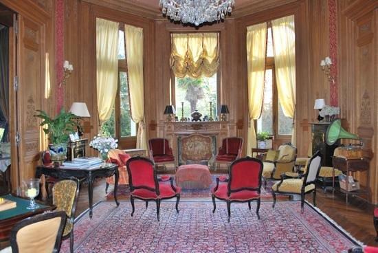 Chateau de Verrieres: sitting room opposite main entrance