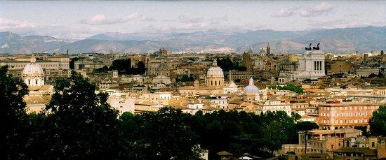 Villa della Fonte Guest House : ROMA:  VIEW over Roma fromJaniculum Hill