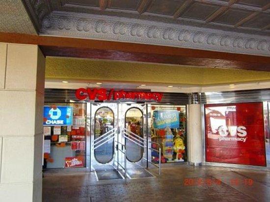 Westfield Horton Plaza : お土産を買ったCVSファーマシー