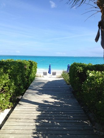 Grace Bay Suites: Boardwalk to GBS' Section of Beach
