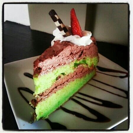 Spazio : pastel de limón con mousse de chocolate