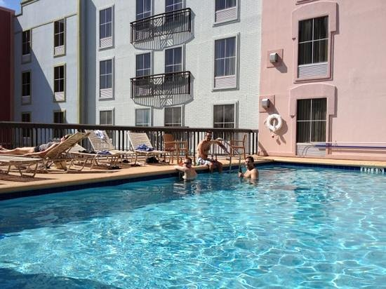 Hampton Inn & Suites Amelia Island-Historic Harbor Front: pool on second floor