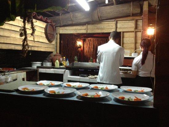 Bar Parrillada Buena Vista: grill right in the middle