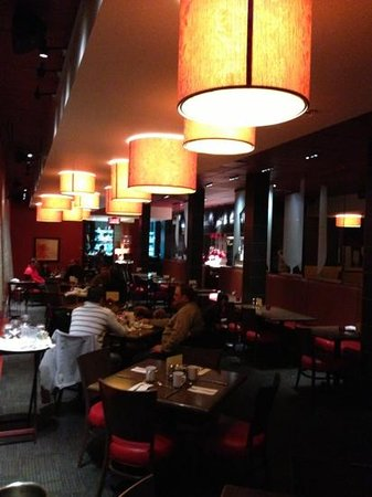 Hotel Gouverneur Le Noranda: the Cellier hotel restaurant is surprizingly excellent and very nice!