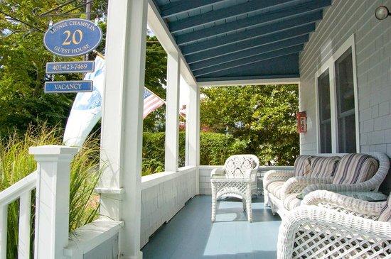 Lionel Champlin Guest House: Front porch
