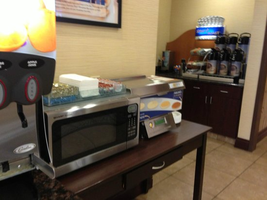Holiday Inn Express Hotel & Suites Frazier Park: Complimentary breakfast
