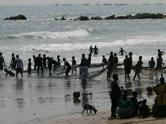 Anomabo Beach Resort: Village Fishermen