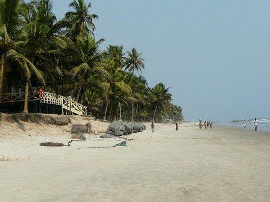 Anomabo Beach Resort: Beach